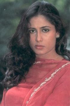 She could switch into any character at the start of camera and effortlessly come out once it stopped rolling. She was truly an actress par excellence. Director Govind Nihalani reminiscent about Smita Patil Actress Anushka, Hindi Actress, Pakistani Actress, Bollywood Actress, Vintage Bollywood, Indian Bollywood, Celebrity Portraits, Most Beautiful Indian Actress, Bollywood Celebrities