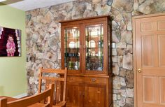 Wall with cultured stone.