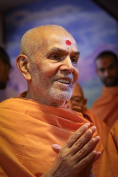 Swamishri in a divine mood Jems Bond, Folded Hands, Horse Face, Hanuman, Wallpaper Downloads, Spiritual, Wallpapers, India, Mood