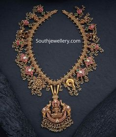 22 carat gold antique guttapusalu haram with shanku chakra naamam motifs and Lakshmi pendant adorned with rubies, emeralds, polki diamonds and gold color pearls by Navrathan jewellers. Indian Gold Jewellery Design, Gold Temple Jewellery, Antique Jewellery Designs, Gold Bangles Design, Indian Jewelry, Gold Jewelry, Gold Necklace, Bridal Jewellery, Simple Jewelry