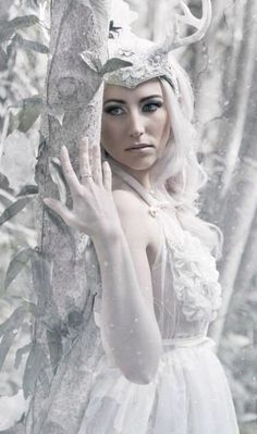 White Gothic Outfits for the Best Party Looks Snow Queen, Ice Queen, Winter Goddess, Foto Fantasy, Winter Fairy, Ice Princess, Winter Princess, Fantasy Photography, Shooting Photo