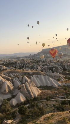 A guide to hot air ballooning in Cappadocia, Turkey. A guide to the incredible experience of hot air ballooning in Cappadocia, Turkey and what else to see and do in the region. Us Travel Destinations, Turkey Destinations, Places To Travel, Travel Photography Tumblr, Photography Beach, Photography Tips, Landscape Photography, Scenic Photography, Underwater Photography