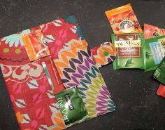 Il y a quelques jours, c'était l'anniversaire de mon amie Natacha. Comme elle adore le thé, je lui ai cousu une pochette à thé qu'elle peu... Gift Wrapping, Packaging, Sewing, Handmade, Gifts, Bags, Camille, Couture Facile, Gift Ideas