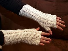 Kerttu-kämmekkäät Fingerless Gloves Knitted, Knit Mittens, Knitting Socks, Knitting Patterns, Crochet Patterns, Yarn Projects, Marimekko, Drops Design, Handicraft
