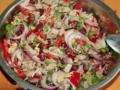 Delicious salad with beans Ingredients: - 1 can of red beans - g of boiled beef (take a slice of low-fat weight 300 grams, boil a half hour in Top Salad Recipe, Salad Recipes, Cooking Recipes, Healthy Recipes, Russian Recipes, Bean Recipes, Everyday Food, International Recipes, Food Photo
