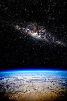 Notre galaxie: la voie Lactée, vu de l'espace.