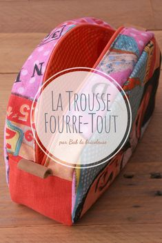 La Trousse Fourre-Tout – Bab la bricoleuse Coin Crafts, Sewing Crafts, Sewing Projects, Coin Couture, Couture Sewing, Diy Makeup, Diy Face Mask, Purse Wallet, Diy For Kids