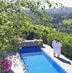 Pool mit Blick in die Weinberge im VINCENT Hotel // Pool with view into the vineyards in the VINCENT hotel Hotels, Lounge, Hotel Pool, Vineyard, Wellness, Outdoor Decor, Home Decor, Patio, Vine Yard