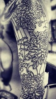 Top 10 Elegant Chrysanthemum Tattoos (6)