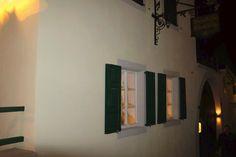 """Restaurant Käsbüro in Bad Dürkheim  Auf dem Dorfplatz, Hausnummer 1 unweit und in direkter Nachbarschaft zur im spätromanischen Stil erbauten Klosterkirche Seebach  findet man es, das Restaurant """"Käsbüro"""" Den ungewöhnlichen Namen verdankt das Restaurant der Geschichte des Gebäudes,"""