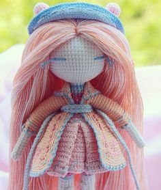 Amigurumi doll. Adore the clothes and the pastel colours. (Inspiration).