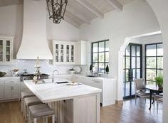 une jolie cuisine avec ilot cuisine ikea en marbre pour la cuisine sous pente