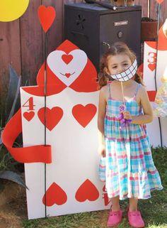 Alice in Wonderland Birthday party | CatchMyParty.com