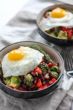 1. Rosemary Roasted Vegetable Breakfast Bowls #paleo #breakfast #bowls https://greatist.com/eat/paleo-breakfast-recipes-to-eat-by-the-bowlful