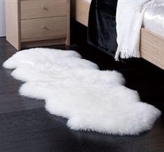 new zeland sheep skin black and white rug | White Sheepskin Rug - double