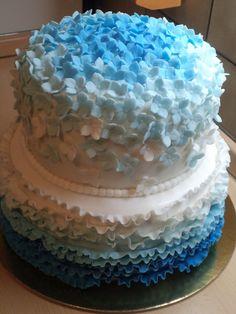 Ruffle and hortensia wedding cake