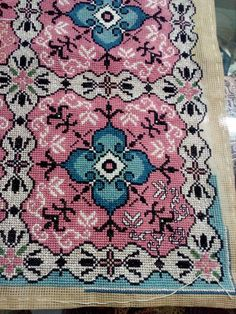 Cross Stitch Love, Cross Stitch Designs, Cross Stitching, Cross Stitch Embroidery, Bohemian Rug, Diy And Crafts, Mandala, Crochet, Fabric
