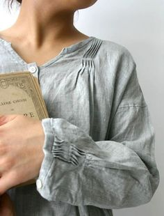 linen blouse with gathered details. Style Masculin, Techniques Couture, Mein Style, Fabric Manipulation, Pin Tucks, Shirts & Tops, Sewing Clothes, Refashion, Fashion Details