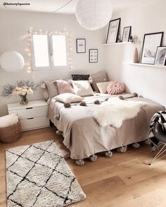 Cute Girls Bedroom Ideas For Small Rooms Cute Bedroom Ideas, Cute Room Decor, Girl Bedroom Designs, Room Ideas Bedroom, Small Room Bedroom, Home Bedroom, Adult Bedroom Decor, Bedroom With Sofa, Bedroom Ideas For Small Rooms