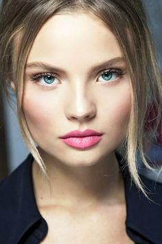 soft makeup with a pop of pink. Rosy Makeup, Sexy Eye Makeup, Skin Makeup, Makeup Tips, Beauty Makeup, Hair Beauty, Pretty Makeup, Perfect Makeup, Subtle Makeup
