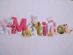 Nomes Matilde e Gonçalo na quinta. {Felt name banner for girl with little pets in pink and green.}