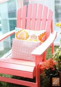 Try these simple decorating ideas for an awesome small patio makeover. Click through to see the gorgeous Miami apartment balcony of blogger Amber Kemp-Gerstel.