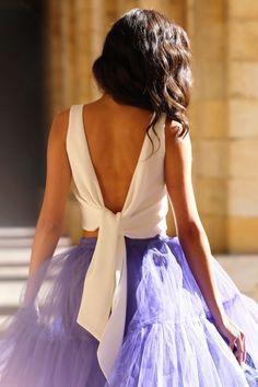 Top crop blanco con escote y lazada en la espalda Chic Dress, Fashion Books, Dream Dress, African Fashion, Nice Dresses, Evening Dresses, Crop Tops, Wedding Dresses, Fashion Design