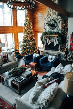 Brace Yourself: We Found The Most Dreamy Christmas Cabin. Brace Yourself: We Found The Most Dreamy Christmas Cabin. Christmas Room, Cozy Christmas, Cabin Christmas Decor, Beautiful Christmas, Christmas Decorations For The Home Living Rooms, Christmas Feeling, Xmas Decorations, Christmas Holidays, Christmas Gifts