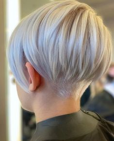 15 pretty pixie hairstyles (December 2019 15 hübsche Pixie-Frisuren (Kollektion December Pixie styles are absolutely stunning and offer a lot of style and fun. It may seem scary to cut off much of your hair, but if … - We Have A Good Collection o Short Hair Undercut, Undercut Hairstyles, Pixie Cut With Undercut, Undercut Bob Haircut, Very Short Bob Hairstyles, Pixie Bob Hairstyles, Best Short Haircuts, Modern Haircuts, Winter Hairstyles