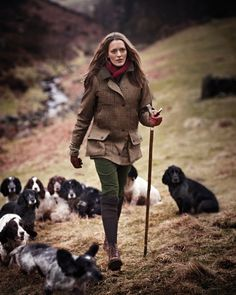 A quintessentially British country scene - Gun dogs and a Purdey tweed field coat - via Ladies Who Shoot – 'A force to be reckoned with' by Robert Jarman English Country Fashion, British Country Style, Mode Country, Country Wear, English Style, Country Outfits, Country Chic, Country Life, Country Girls