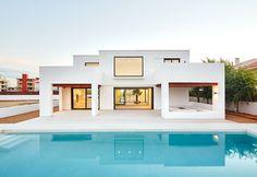 #Exterior #Piscina #Porche #mediterraneo #casas via @planreforma #fachadadiseñado por Egara Arquitectura | Arquitecto