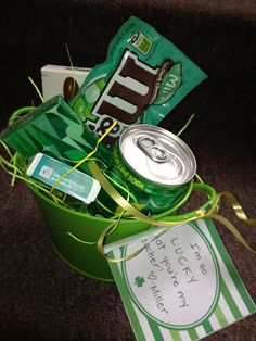 """St Patricks Day green treats """"Lucky you're in my life! Holiday Crafts, Holiday Fun, Holiday Ideas, Holiday Decor, St Patrick Day Treats, St. Patricks Day, Secret Pal, Ideas Hogar, Ideas Geniales"""