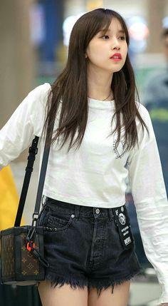 Blackpink Fashion, Daily Fashion, Korean Fashion, South Korean Girls, Korean Girl Groups, K Pop, Kpop Girl Bands, Sana Momo, Genuine Smile