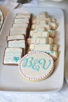 I'm a bit monogram obsessed right now!  Chevron-ish chocolate cookies, wedding cake cookies, and giant monogram vanilla sugar cookie for a special shower! The ones on left are fan