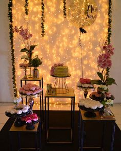 A imagem pode conter: mesa e área interna Birthday Room Decorations, Diy Wedding Decorations, Baby Shower Decorations, 18th Birthday Party, Its My Bday, Birthday Design, Gold Party, Sweet Fifteen, Festa Party