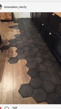 Black hexagon tile and wooden mixed, modern flooring. Black hexagon tile and wooden mixed, modern flooring. Black Hexagon Tile, Hexagon Tiles, Honeycomb Tile, White Tiles, Hexagon Tile Bathroom, Hex Tile, Hexagon Backsplash, Wall Tile, Wall Art