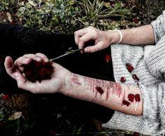 #Кровь #лепестки #розы