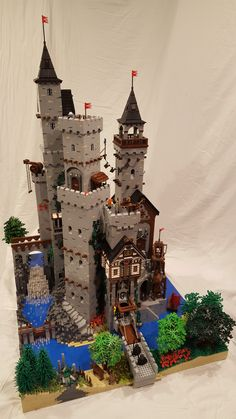 Post with 2783 votes and 354158 views. Tagged with Lego; Shared by Springwood Castle Lego Moc, Lego Burg, Lego Knights Kingdom, Lego Sculptures, Star Wars Vehicles, Fantasy Castle, Lego Worlds, Cool Lego Creations, Lego Architecture