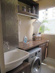 Área de serviço tanque de sobrepor em louça máquina de lavar de embutir varão acima da bancada