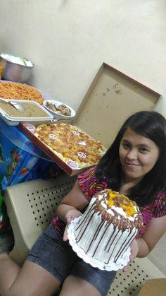 Pa-Handa ni Lady at Mark sa kanilang birthday. Spag. Pizza. Biko. Cake. 7-12-16