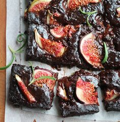 Fig roseamary and olive oil brownies with pinch of sea salt. Make the most of the fig season with this easy treat! Vegan Dessert Recipes, Vegan Sweets, Delicious Desserts, Yummy Food, Mini Desserts, Just Desserts, Fig Dessert, Yummy Treats, Sweet Treats