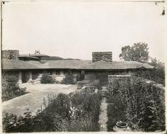 Taliesin II Courtyard / Frank Lloyd Wright