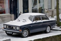 Volvo 142 in de sneeuw