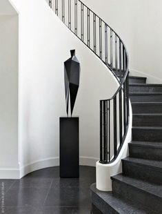 34 Trendy Ideas For Contemporary Stairs Railing Foyers Stair Handrail, Staircase Railings, Stairways, Banisters, Handrail Ideas, Black Staircase, White Stairs, Curved Staircase, Escalier Art