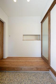 M-K house:玉砂利の洗い出しが似合う玄関。シンプルで美しい。