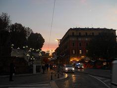 """""""Tornando a casa mi sono accorta che l'amore per la vita sta nella semplicità del quotidiano"""", Bolgna. 2° riScatto urbano di Lucia Foglia. Saranno conteggiati i """"mi piace"""" al seguente post: https://www.facebook.com/photo.php?fbid=707030179441835&set=o.170517139668080&type=3&theater"""