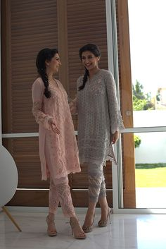 We have found the perfect way to welcome Spring in style! Nazli Akbar's new luxury prêt collection will make the lady-like 'girl next door' in you swoon. Indian Designer Suits, Indian Suits, Indian Attire, Indian Dresses, Indian Wear, Pakistani Couture, Pakistani Outfits, Latest Pakistani Fashion, Latest Fashion