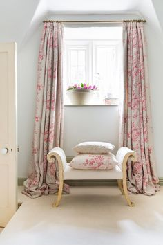 Pretty floral curtains in an English country cottage style living room home of Christina Strutt, Cabbages and Roses Rose Curtains, Cottage Curtains, Floral Curtains, Curtains With Blinds, Cottage Bedrooms, Bedroom Curtains, Rose Cottage, Cottage Style, Casas Shabby Chic