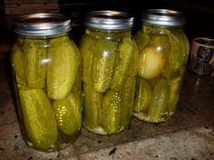 Blue Ribbon Dill Pickles I love dills. Gotta try em out Making Dill Pickles, Canning Pickles, Homemade Pickles, Pickles Recipe, Blue Ribbon Dill Pickle Recipe, Best Dill Pickle Recipe, Vinager, Nutrition Classes, Food Nutrition