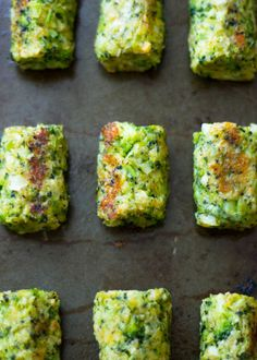 Healthy Baked Broccoli Tots are the perfect low-fat snack! Skip the cheese, use ezekiel bread crumbs Low Fat Snacks, Easy Snacks, Healthy Snacks, Vegetable Recipes, Vegetarian Recipes, Healthy Recipes, Easy Recipes, Brocolli Recipes, Asian Recipes